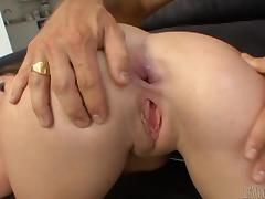 Rucca Page gets cumshot after her anal got thrilled in close up shoot