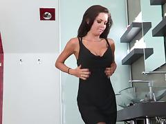 Veronica Avluv enjoys fingering, cunni and rough sex