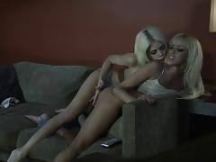Breanne Benson and Riley Steele lick each other's tits and pussies