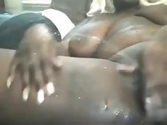 chubby black chick play with pusy till she squirt