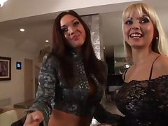Jana Cova and Valentina Vaughn toy each other's lesbian holes