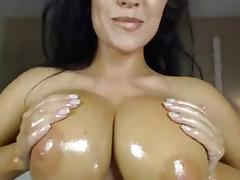 Sexxy Brit Oiled Up & Rubs Clit On Cam tube porn video