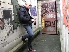 Random gay hookup in a dirty alley