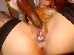 Rhoswen teases her big ass and juicy pussy