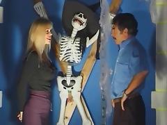 Mature (Jessica) offre  son anus au patron vicieux