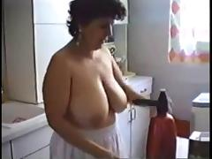 Moms cleaning the house naked
