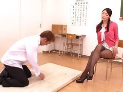 A super sexy teacher fucks her favorite student after class