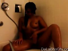Stunning body Latina plays with her wet pussy in the bathtub