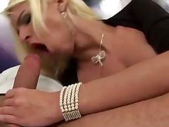 Pretty blonde tgirl screwed right on her bottom