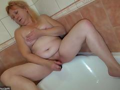 An older woman and younger chick has a lesbian hook up