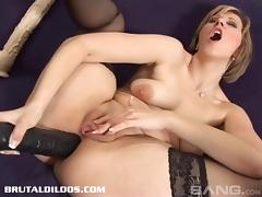 MILF in solo masturbation video toy fucking her cunt