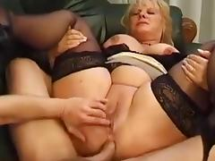 Mature BBW squirts while assfucked porn tube video