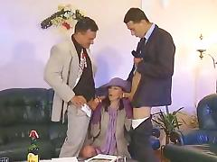 Une riche Bourgeoise demonter par des representants