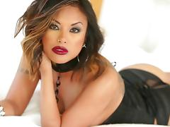Gorgeous Kaylani Lei uses both hands and her mouth to get a guy off