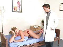 Patient with an irresistibly big ass takes cock from her doctor