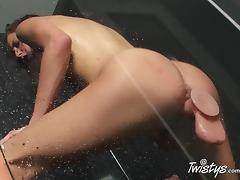 TwistysNetwork Video: I Don't Sing In The Shower...