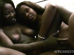 Interracial 3some with Afro sluts giving BJ