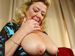 Aged grannies Karen and Dalny masturbating alone