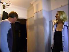 Amateur blonde hussy works on two wangs and gets sandwiched