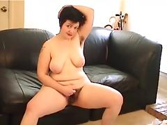 nerdy bbw rubs her nice hairy pussy, great tits. tube porn video