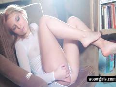 Superb blonde masturbating cunt