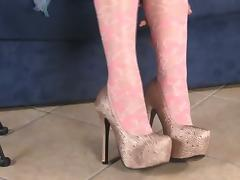 Stocking-clad Italian chick showing off her cute feet tube porn video