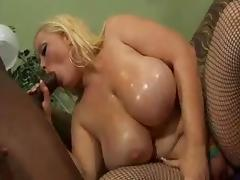 Bunny De La Cruz (White BBW) & Cuntre Pipes (Black) tube porn video