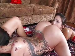 La mere Noël est une lesbienne Reality King tube porn video