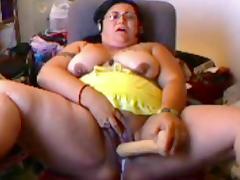 yellow skirted slut plays on cam