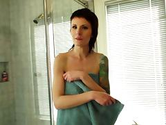 After a shower this skinny amateur girl rubs her tender clit tube porn video