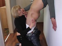 slutty mature lady blows a guy