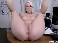 Bubble butt amateur blonde gets pounded