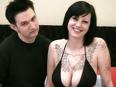 Tattooed brunette with big tits screws an amateur guy