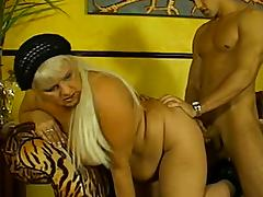 Attractive matured cowgirl giving her guy blowjob before getting drilled hardcore missionary
