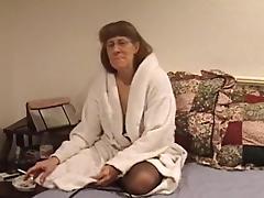 Matured cowgirl in nylon stockings getting the pleasure of massive sex machine tube porn video