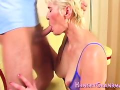 Guy pleases horny granny with vibrator tube porn video