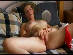 Great home made masturbation session on the bed