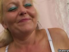 Blonde old mature gets her hairy pussy slammed tube porn video