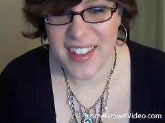 Nerdy webcam plumper lies back and masturbates her twat porn tube video