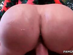 Phat ass brunette taking it hardcore outdoor