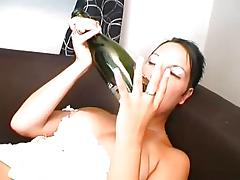 Mature chick uses bizarre things for her pussy