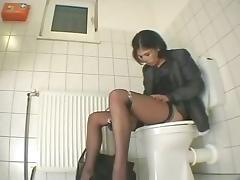 Sekretarica drka pickicu u toaletu porn tube video