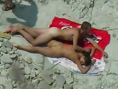 Candid beach camera filmed a slutty bimbo
