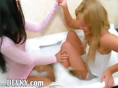 Beautiful vagina lickers in the hot bath