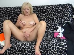 she does some strange insertions! tube porn video