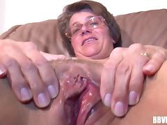 Good looking granny rubs her sweet wet pussy & uses an inflatable toy