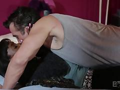 hot ebony babe gets undressed