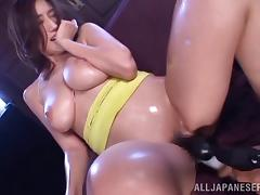 Oiling up a Japanese MILF's body and playing with her hairy pussy