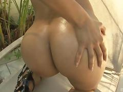 Nice ass ebony pornstar moans as a big black cock makes it way up her cunt porn tube video
