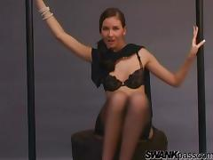 Solo lady in high heels loves being watched as she masturbates